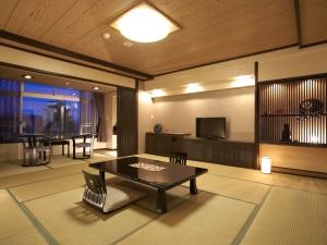 モダン和室P2:谷川岳が一望できる客室