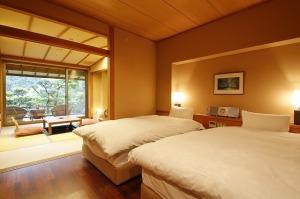【禁煙室】御影石露天風呂+和室6畳+ツインベッド+庭テラス