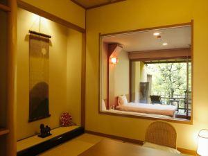 【禁煙室】モザイクタイル露天風呂+和室6畳+ツインベッド+庭テラス