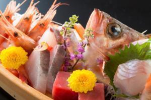 【夕食「部屋食」朝食「別会場」】福井への旅行なら新鮮な刺身をドーンっと♪舟盛付き会席(当宿人気企画)