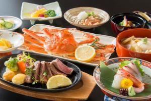 【夕食「部屋食」朝食「別会場」】国産牛ステーキ(120g)&冷凍蟹(1杯)♪牛蟹会席(両方食べたい)