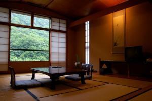 和室10畳又は8畳+次の間付のゆったりとした眺めのよいお部屋