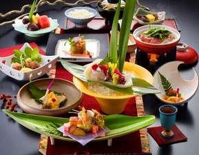 """【スタンダードプラン】旅の夜を彩る""""四季の美味""""寿亭自慢の和会席料理をお部屋にてお楽しみください♪"""