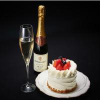 ■【記念日】スパークリングワインとケーキでお祝い♪