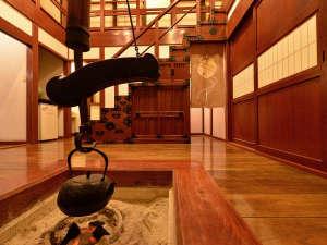 弐の蔵(メゾネットタイプ/和室12.5畳+10畳+囲炉裏の間)