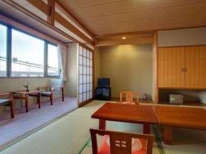 鳴門海峡を眺める感動の眺望和室10畳(お部屋食)