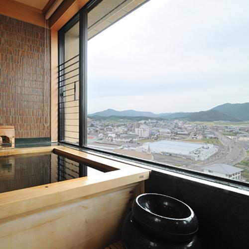 【展望温泉を満喫】山々を眺めながらお部屋で温泉浴♪