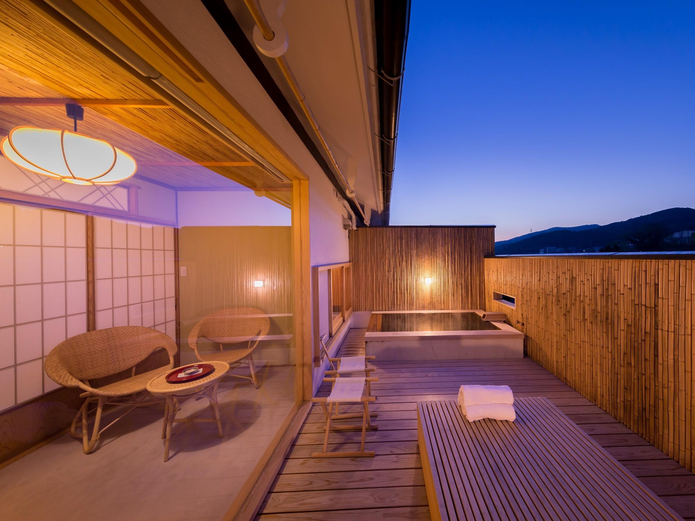 【みやび館】竹垣に囲まれたくつろぎ空間の露天風呂付和室(禁煙室)