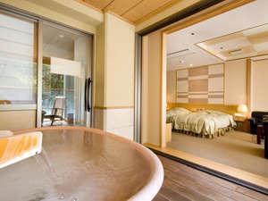 【かけ流し露天風呂付き客室】 渓谷側の洋室タイプ