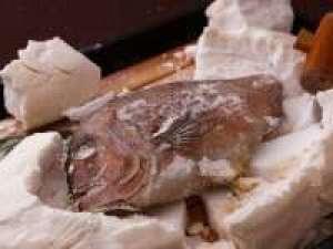 【赤穂名物】新鮮な真鯛を赤穂の塩で包み焼き上げました!お祝いごとにおすすめ☆鯛の塩釜会席