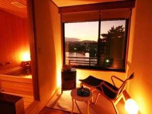 興福寺まで徒歩30秒。奈良を感じるロケーション。和モダン【猿沢池側・半露天風呂付ツイン】1泊2食付