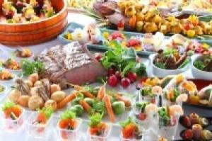 【自慢のブッフェ!ローストビーフ食べ放題】水辺のレストランでアツアツのお料理を