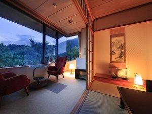 和室 26~28平米  箱根の山と森、季節には蛍も見えます