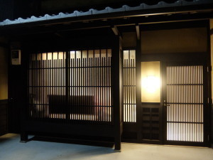八坂の塔まで徒歩5分!歴史ある京町家を一棟貸切 <素泊まり>
