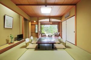 ★2室限定【日本庭園側・12畳和室】バス・トイレ付【開花亭】