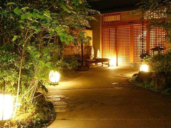 写真:露天風呂付客室のある宿 万葉の里 白雲荘