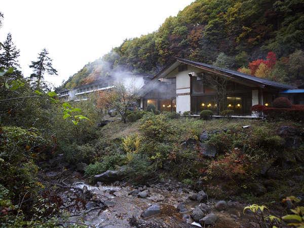 写真:黄金色の出湯 横谷温泉旅館